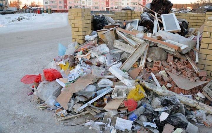 Фото строительного мусора у контейнера