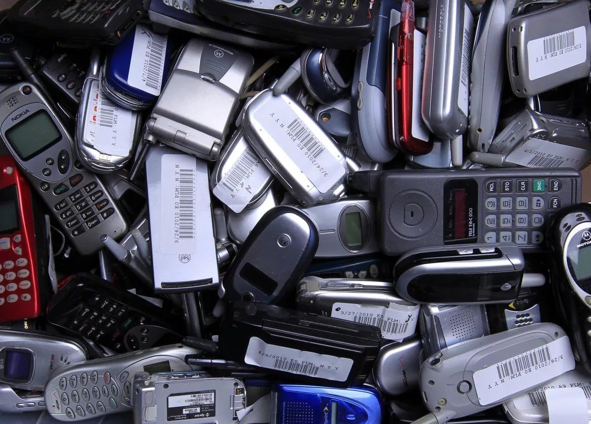 Способы утилизации старых мобильных телефонов и их аккумуляторов