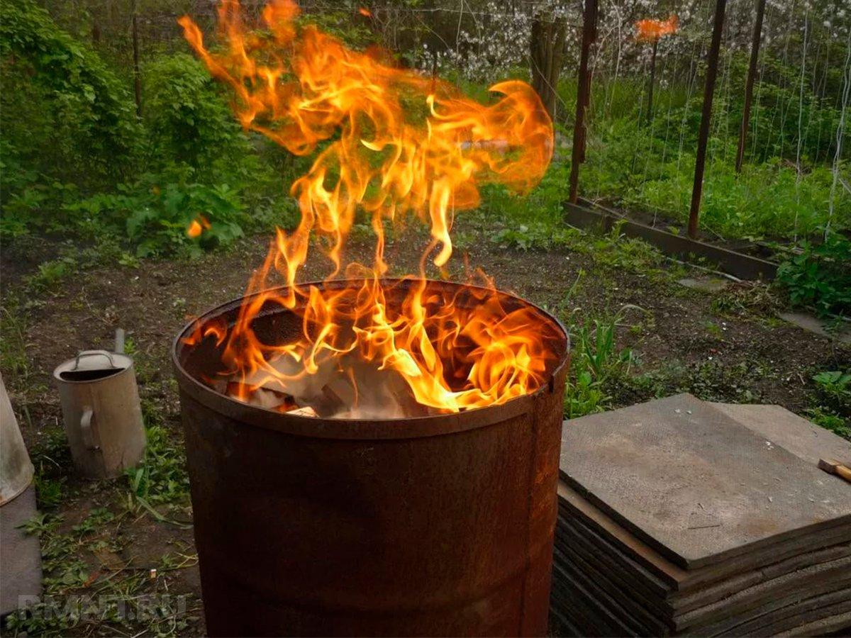 сжигание мусора в бочке
