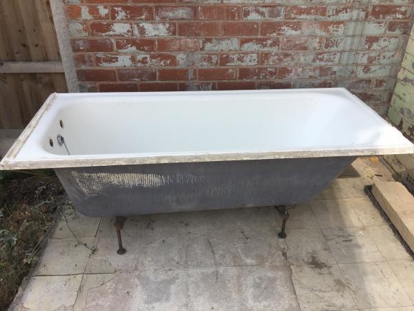 Вывоз старой чугунной ванны из квартиры — варианты утилизации