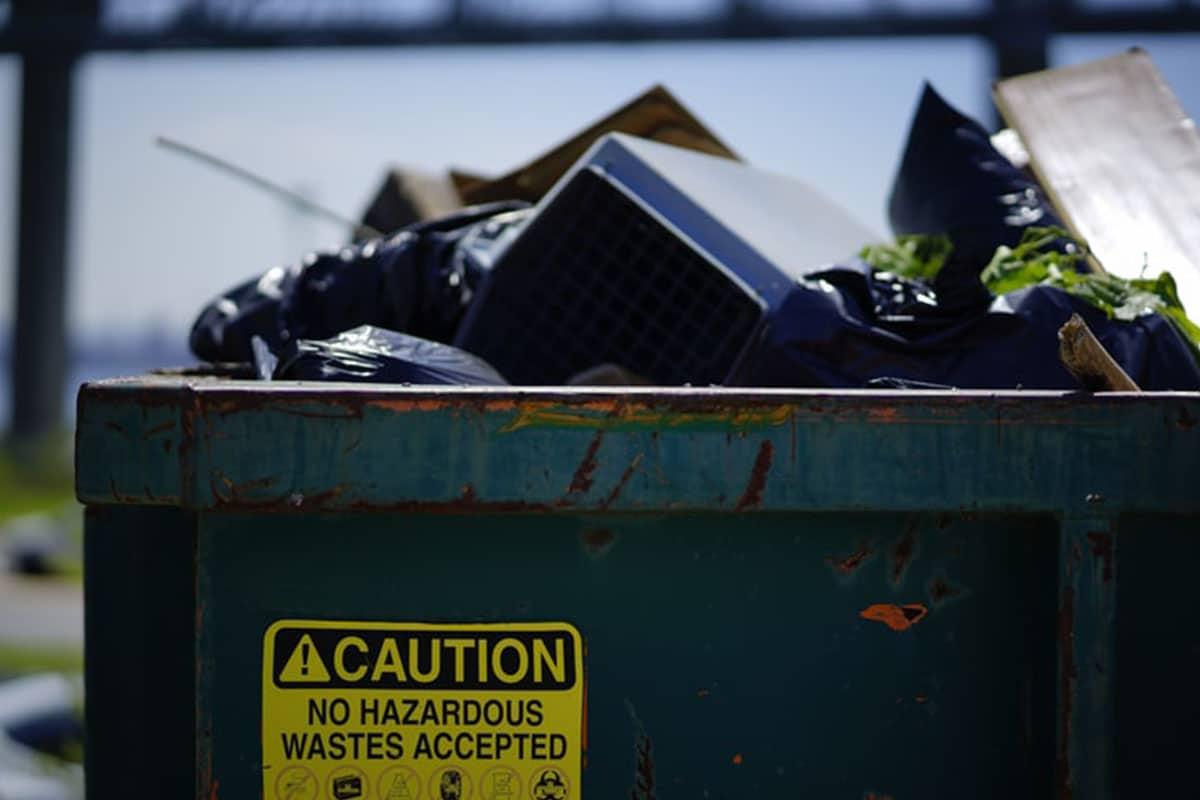 Требования СанПиН и СНиП к контейнерным площадкам для мусора