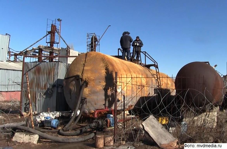 Подпольный нефтеперерабатывающий завод сбрасывал отходы под Саратовом