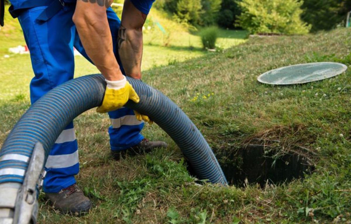 Труба для откачки выгребной ямы