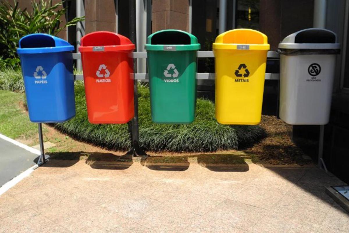Все об урнах для раздельного сбора мусора в школе и на улице