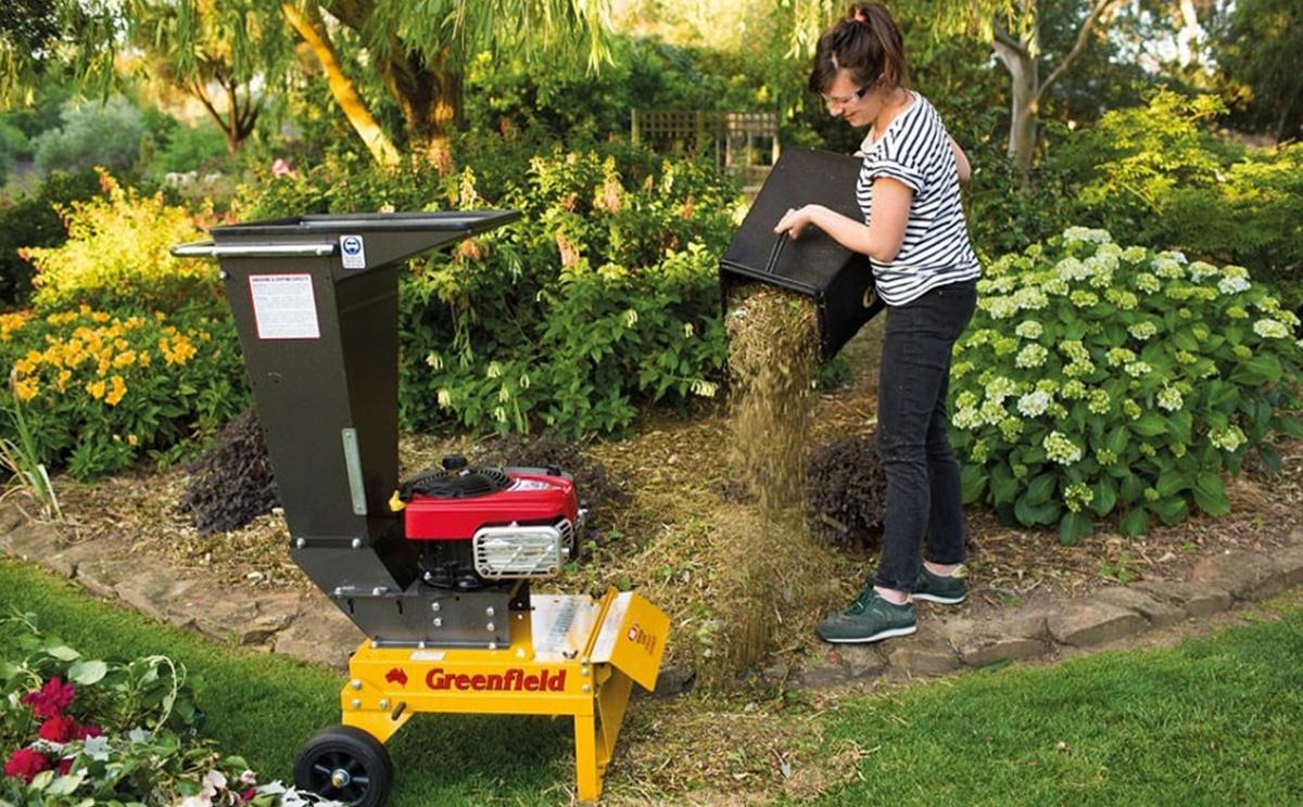 Всё о садовых измельчителях — разновидности шредеров для веток и травы