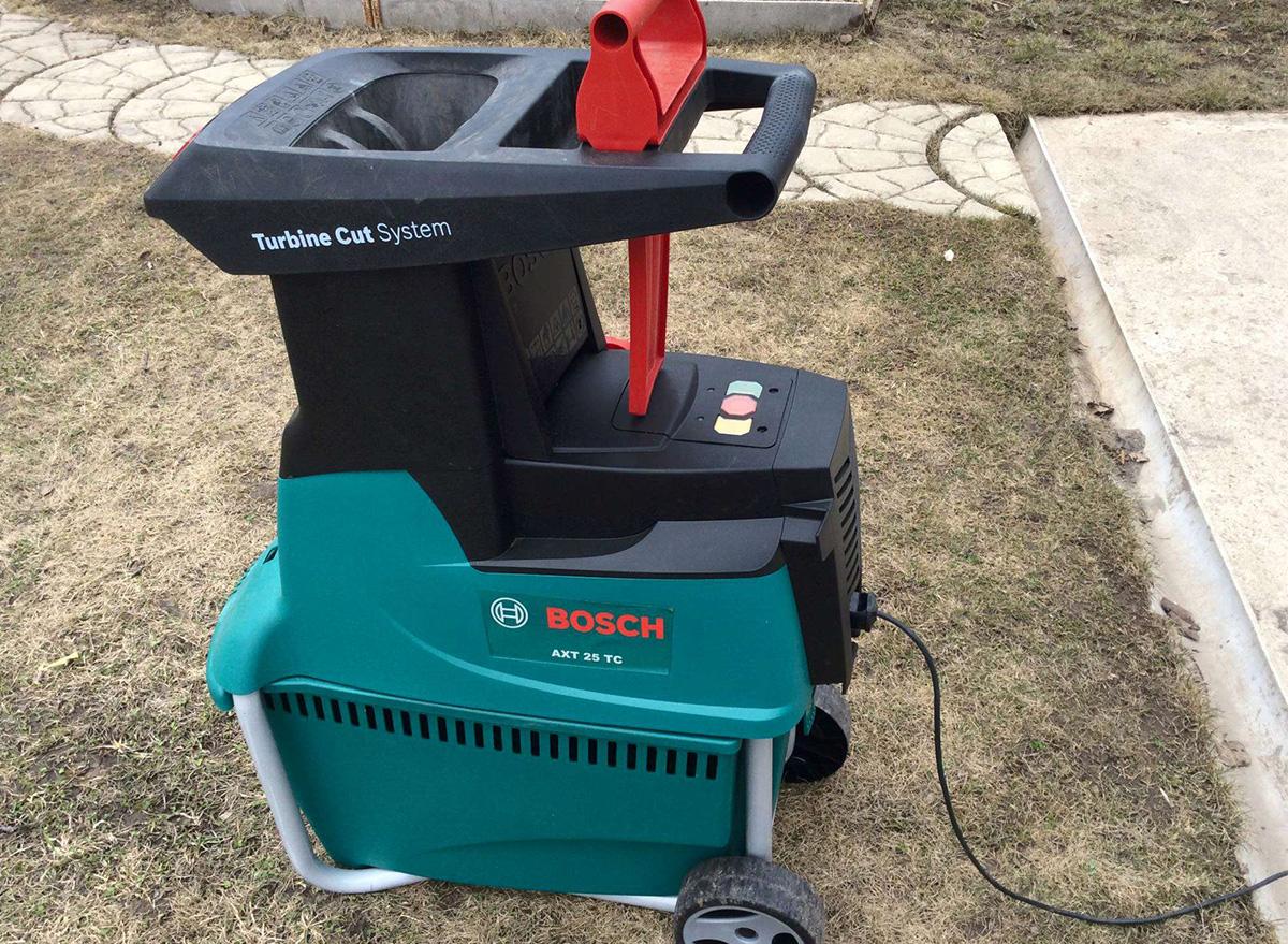 Измельчитель веток Bosch AXT 25 TC электрический