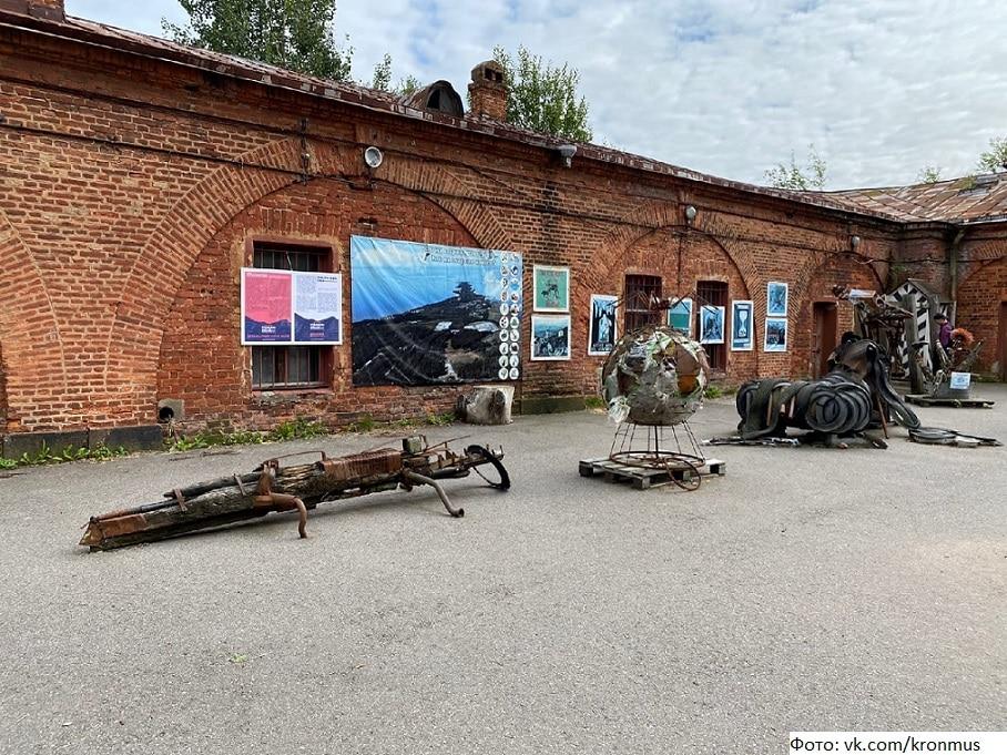 В Санкт-Петербурге создали арт-объекты из мусора с Балтики