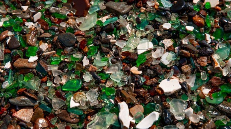 Тайфун уничтожил созданную из отходов Стеклянную бухту во Владивостоке