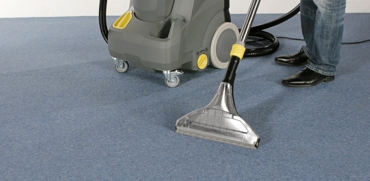 Выбор пылесоса для очистки мебели и ковров