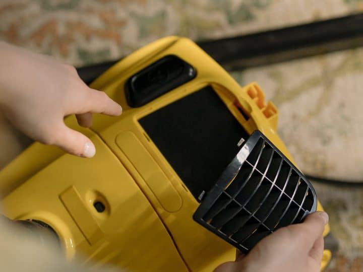 Почему пылесос выключился во время работы и перестал включаться