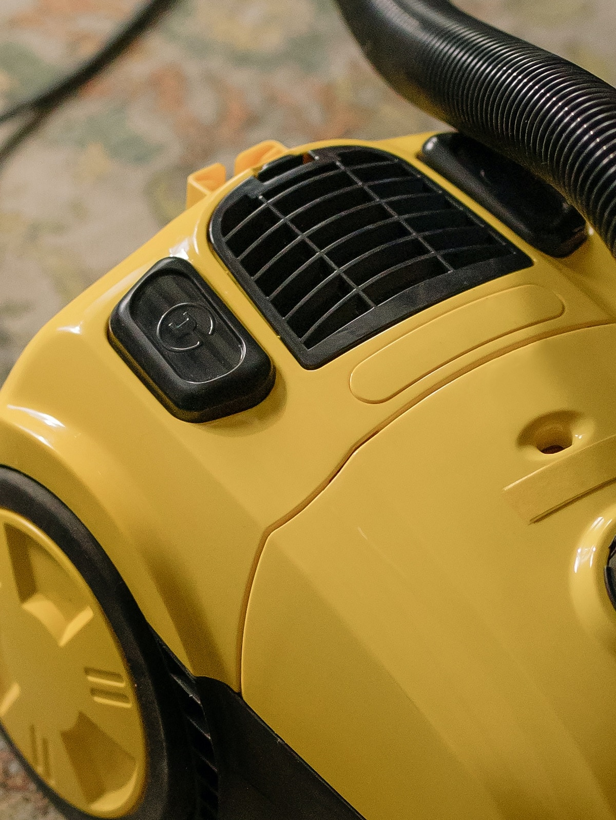 Пылесос работает, но перестает всасывать пыль — почему происходит