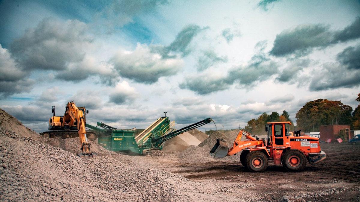 Переработка свезённого битого кирпича и бетонных блоков