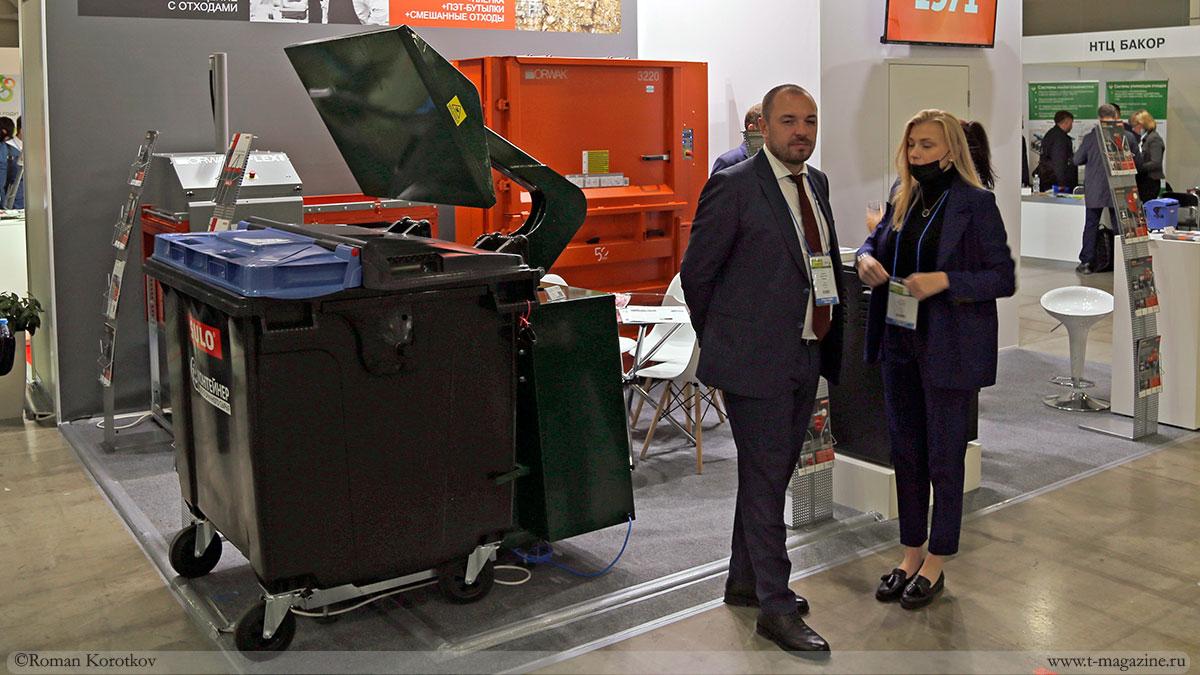 Пресс для уплотнения отходов непосредственно в мусорном контейнере